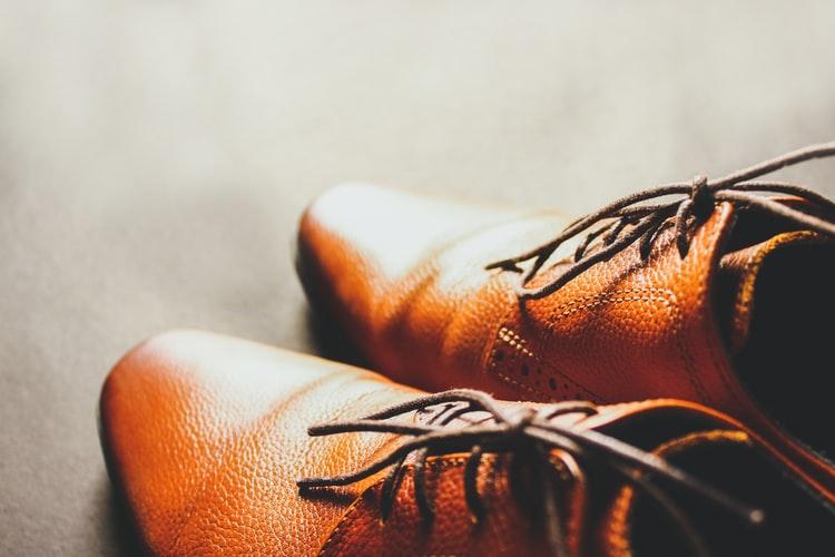 Errores comunes de los hombres al escoger que zapatos usar