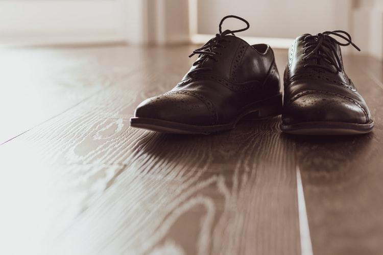 Qué no deben hacer los hombres al usar zapatos formales